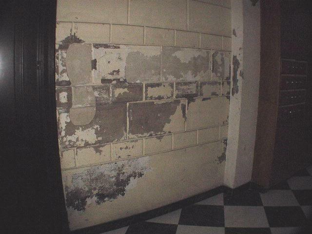 Humedades en paredes antes del tratamiento en 2002